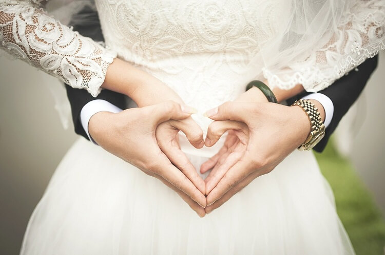 mobile alabama wedding venues - hand holding